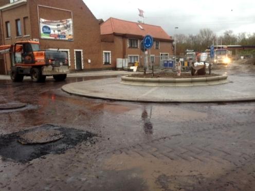 2017-12-14-Rotonde-Ruisbroek-asfalt_01
