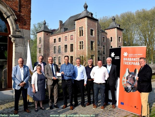 2018-04-21-Cultuurcentrum-Coloma-ontvangt-gedenkplaat-Brabants-trekpaard (5)