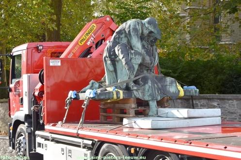 2018-10-12-oorlogsmonument-waggevoerd-voor-restauratie_01
