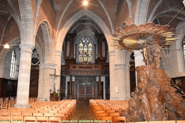 2018-10-25-4de-fase_restauratie_Sint-Pieterskerk_interieur (1)