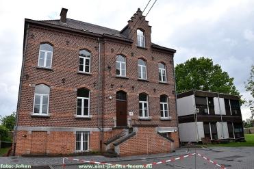 2019-05-09-pastorij-vlezenbeek_oude-containers-KLJ