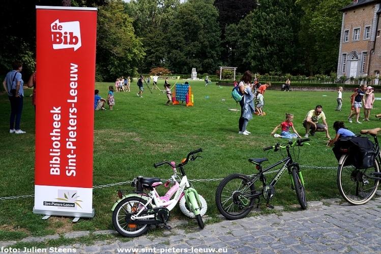 pop-up buitenspelletjesnamiddag bibliotheek Sint-Pieters-Leeuw