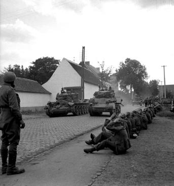 2019-08-28--3-9-44-cromwell-stuart-tanks_krijgsgevangenen