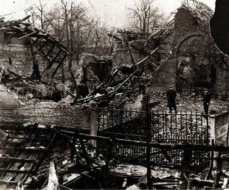 V1-bommen in WOII - aan V-Maloustraat_01