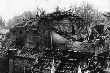 V1-bommen in WOII - aan V-Maloustraat_02