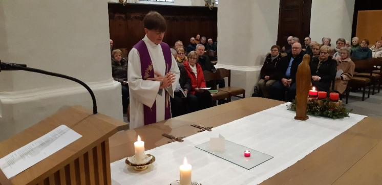 2019-12-08-wijding kruisbeelden-pastorie-Vlezenbeek_01